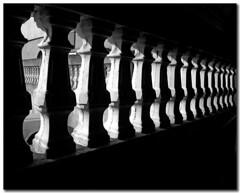 Balaústres (Eli K Hayasaka) Tags: brazil blackandwhite bw monochrome arquitetura brasil blackwhite nikon sãopaulo monochromatic pb sampa pretoebranco grafismo brancoepreto monocromático graphism mywinners duetos hayasaka platinumphoto platinumheartaward theperfectphotographer bwartaward elikhayasaka superdueto