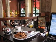 Trabajo, Caf y WiFi (gonzalo_ar) Tags: santafe argentina work cafe wifi rosario te caffe