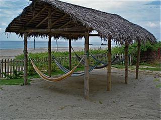 Ecuador-beach-hamocks