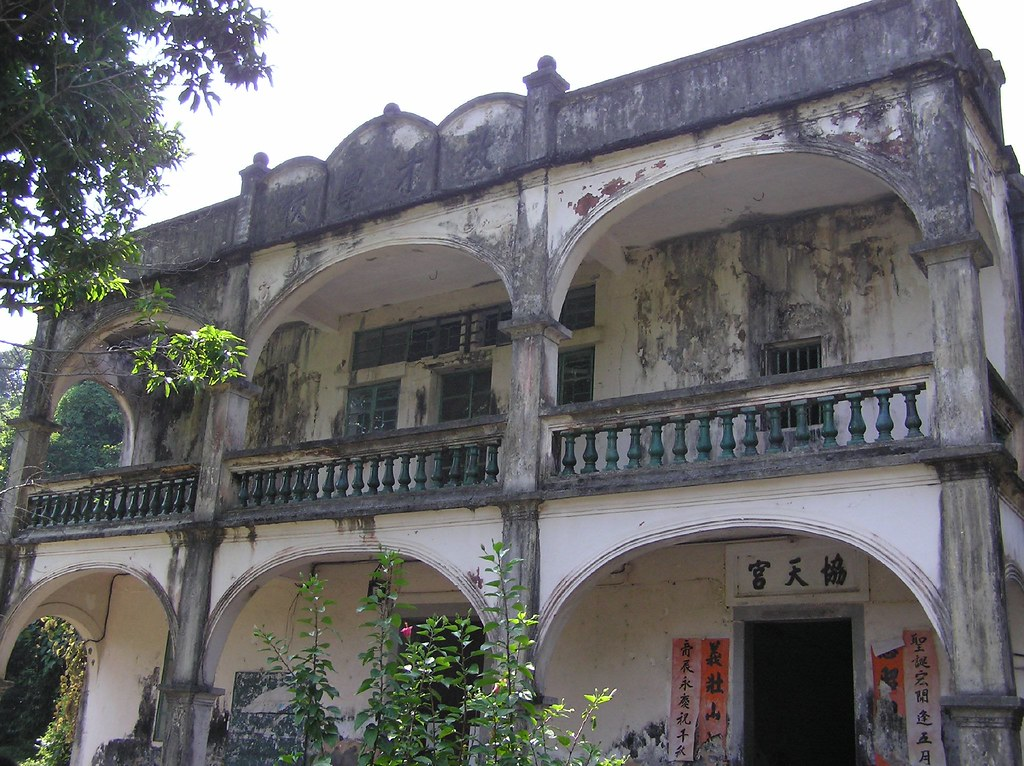 Luk Keng-the abandoned school