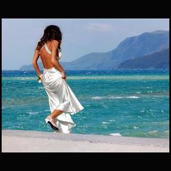 Sea woman (Vesuviano - Nicola De Pisapia) Tags: sea summer woman white beach scale girl stairs photoshop shoe donna shoes mare waves dress searchthebest wind bianco vento ragazza onde scarpa vestito vesuviano aplusphoto infinestyle theperfectphotographer poseidonsdance