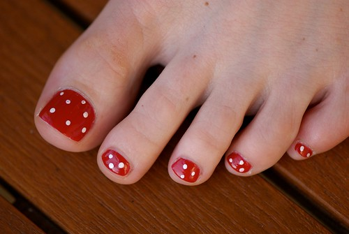 Red polka dots Toe Nail art nail polish designs gallery, toe nail art