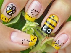 Unha de Abelha (Mhilka ♥) Tags: cute art nail abelha amarelo dots unha francesinha abelinha mhilka