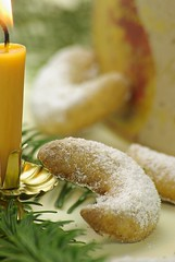 Vanillekipferl (1/2) (Thorsten (TK)) Tags: christmas xmas winter food holiday macro cookies closeup germany weihnachten holidays advent candle sweet bokeh traditional seasonal sugar german bakery sweets tradition typical baked christmascookies traditionalfood vanille gebck foodphotography foodpresentation vanillekipferl winterly weihnachtsbckerei xmascookies winterfood christmasbakery christmasfood weihnachtsbaeckerei foodstyling germanchristmascookies xmassweets christmassweets traditionalcookies foodtraditions thorstenkraska germanchristmasfood germanfoodtradition germanchristmasbakery weihnachtsbkerei germanxmascookies germanchristmassweets christmasfoodingermany germanychristmascookies