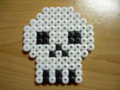 calavera Hama beads (Garumiru) Tags: llaveros hamabeads
