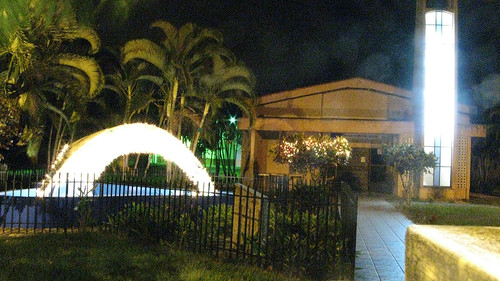 """iglesia @ night • <a style=""""font-size:0.8em;"""" href=""""http://www.flickr.com/photos/28749633@N00/2207785041/"""" target=""""_blank"""">View on Flickr</a>"""