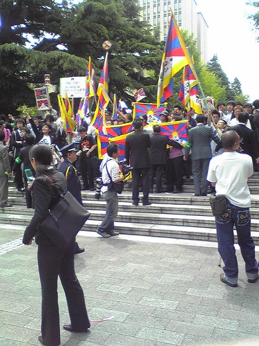 Students' protests during Hu Jintao's Waseda University visit 2