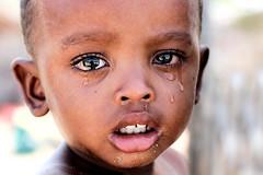 Pleurs (Ma Poupoule) Tags: madagascar malgache enfant enfants children tears larmes dent teeth océanindien indianocéan regard anakao vezo photographevoyageur
