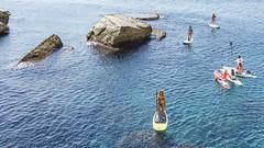 IMG_3307 (mamanata) Tags: standuppaddling спорт доска море весло женщины девушки группа скалы вода бухта красота средиземноеморе