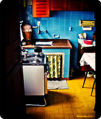 Antique Cousine (Fernando Delfini) Tags: old light bw film kitchen colors beautiful beauty composition vintage see time grandmother sopaulo grain pb velha sampa fernando once antiga noise v vignette cozinha upon cousine emulation delfini 10faves flickrsbest cmeradeourobrasil aplusphoto colourartaward