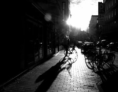 shadow ride (malidinapoli) Tags: morning bw sun bike turn germany deutschland noiretblanc hamburg rad bici sw hh sole sonne allemagne morgen zon fahrrad hambourg germania duitsland ottensen matin amburgo mattina alltag