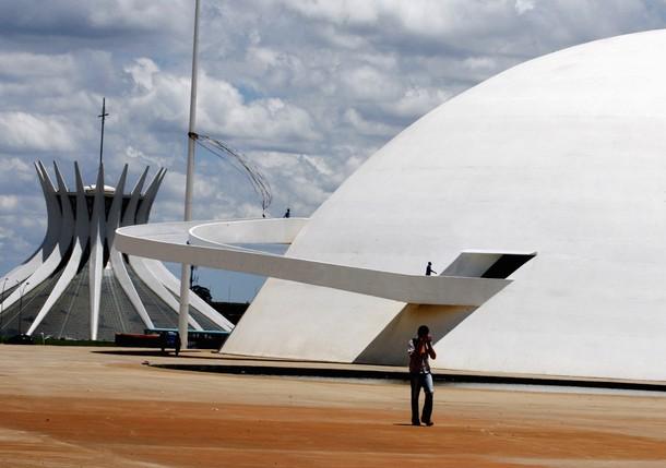 BRAZIL-NIEMEYER/BUILDING