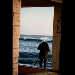 You've been framed (s0ulsurfing) Tags: ocean camera sea people seascape man men beach water wow island bay coast surf waves photographer framed candid horizon bricks tripod shoreline wave coastal shore vectis frame isleofwight coastline framing rollers shelter wonky swell isle olas humans wight 2007 freshwater shorebreak beachbreak freshwaterbay gjp s0ulsurfing diamondclassphotographer coastuk