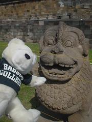 インドネシアにいた謎の石像