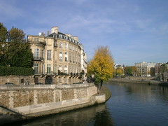 Quai d'Anjou - Paris (France) (Meteorry) Tags: bridge autumn paris france seine automne river europe pont sully quai ilestlouis 2007 fleuve ilesaintlouis anjou meteorry pontdesully quaidanjou