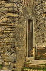 Just a door! (Antonio Dell'Elce) Tags: door casa porta fonte hdr italians vecchia colli frisa