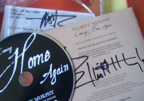 Hoezo fier met de getekende cd van held Elliott? ;-)