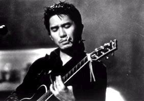 彈著吉他的劉文醫生
