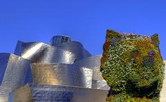 PUPPY, Museo Guggenheim, Bilbao (Chodaboy) Tags: espaa slr 20d canon puppy spain flickr sigma bilbao perro guggenheim museo dslr 1020 gaspar hdr euskadi perrito vizcaya bilbo biskaia flickres 3xp photomatix flickrmania flickeros museoguggenheim chodaboy canonistas 1020m