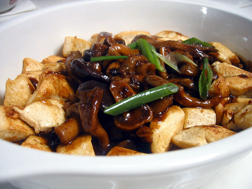 Braised tofu and mushrooms