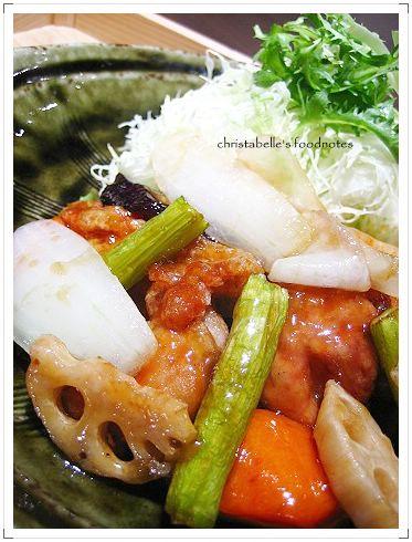 大戶屋雞肉蔬菜燴黑醋醬定食仔細看