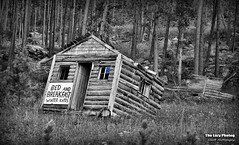Aug 3 2015 - Bed and breakfast - Winter rates (La_Z_Photog) Tags: lazy photog elliott photography worland wyoming black hills south dakota old abandoned cabin humorous sign funny 080315hotspringssd