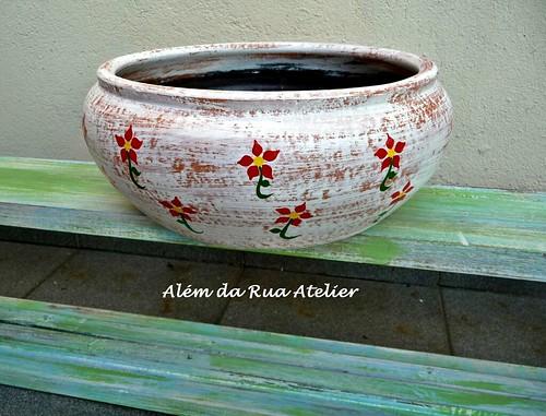 jardineira de cerâmica pintada à mão