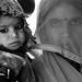 Mãe e filho,nativos do deserto do Rajastão na Índia.