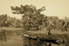 Ogolkuria.jpg (enr) Tags: india barca canale seppia