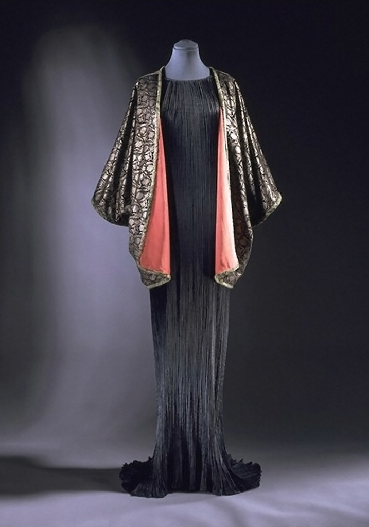 Fortuny evening dress with silk velvet jacket, ca. 1920 (V&A T.423-1976)