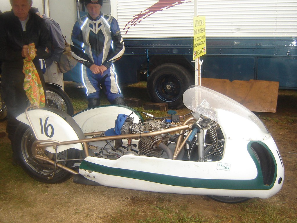 Norton Commando kneeler sidecar