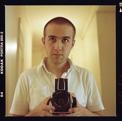 moi (martin matin) Tags: portrait color 6x6 zeiss self mediumformat autoportrait kodak moi hasselblad couleur planar 80mm 500cm portra800 800iso film120
