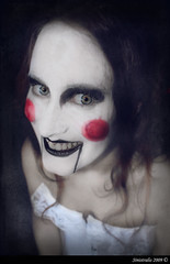 Inocent?? (Sinistralis) Tags: white black make up saw eyes doll smoke clown goth ojos payaso humo mueca maquillaje buffoon