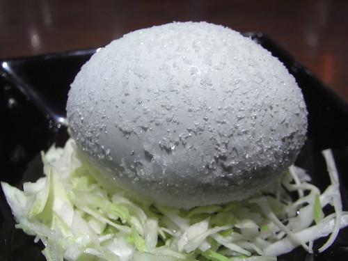 富士山の天然水を飲んで育った地鶏の卵