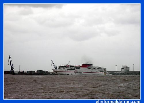 barco entrando con lev.