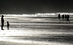 Escenas de playa (Pepix2007) Tags: espaa beach backlight contraluz spain nikon shadows asturias playa explore reflexions soe sombras villaviciosa siluetas italians reflejos cubism rodiles silhuettes artisticexpression blackwhitephotos 1demayo goldenmix abigfave radevillaviciosa anawesomeshot diamondclassphotographer flickrdiamond theunforgettablepictures playaderodiles picturefantastic thatsbostin wonderfulworldmix rickspixtop50 thebestpicturegallery bestoneframeshortnominee reflectionts escenasdeplaya newgoldenseal