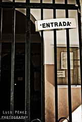 don't do it (luispf39) Tags: door puerta nikon closed doors entrance entrada salida exit distillery puertas cerradas closeddoors closeddoor puertacerrada cerrada puertascerradas luispf39