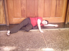 dormindo na porta da igreja... (Estefnia) Tags: me yo eu campinas fania unisal estefnia viimostradeproduocientfica porestefnia
