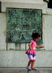 Menina (fsseifert) Tags: brazil brasil riodejaneiro kid child cidademaravilhosa monumento sony criana h2 urca praiavermelha hseries caminhodocoutinho felippeseifert