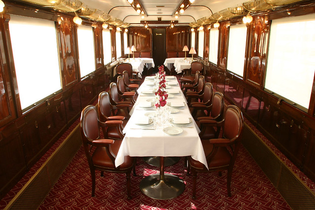 Carriage POE Anat Lounge car