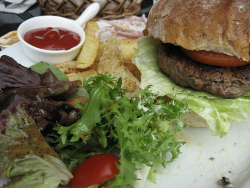 Burger at Pumpernickel
