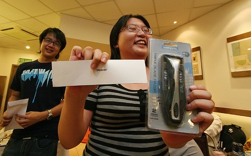 Gee, Suan won a shaver