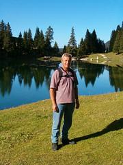 Äte beim Gantrischseeli ( BE - 1`578 m - Gantrischsee Bergsee See Seelein Seeli lac lago lake  湖 ) im Gantrischgebiet in den Berner Alpen - Alps im Kanton Bern der Schweiz (chrchr_75) Tags: hurni christoph schweiz suisse switzerland swiss svizzera kanton canton bern gurnigel gantrisch gantrischseeli schibenspitz bürglen christian vater wander wanderung wanderwege hiking berge mountains alpen alps chrchr chrchr75 chrigu chriguhurni 0510 lac lake see reflection father spiegelung nature natur heimat berne berna bärn kantonbern landschaft landscape albumfamilie familie family familia famille albumbürglen2005 äte suissa albumbergseenimkantonbern alpensee sø järvi lago 湖 bergsee bergseeli seeli hurni051013