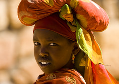 Somali girl near the Somaliland border, Ethiopia (Eric Lafforgue) Tags: portrait people face horizontal photography day child veiled veil african females ethiopia oneperson traditionalculture hornofafrica selectivefocus eastafrica traditionalclothing realpeople colorimage lookingatcamera oromia traveldestination africanculture onegirlonly mg3854 3854somaliafrica