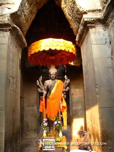 buddha statue inside angkor wat