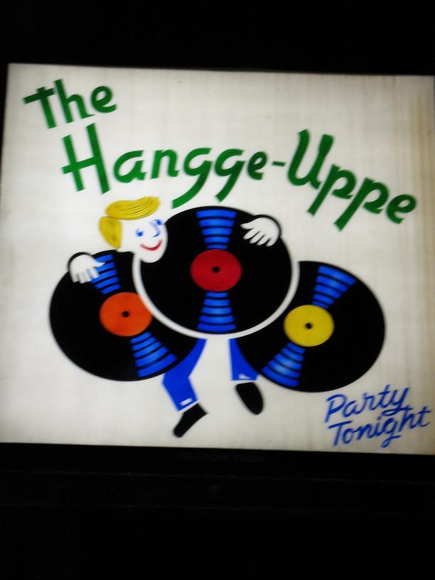 Hangge Uppe Sign
