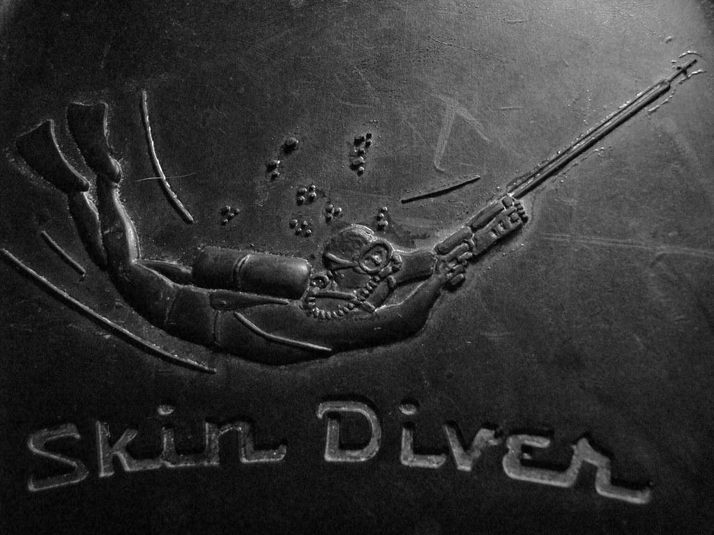 voit skin diver logo closeup
