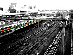 (Bernat Nacente) Tags: bw orange white black green japan train canon tren tokyo ueno jr ixus   50  blanc   kanto negre jap verd tokio taronja