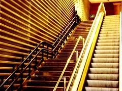 subidn! (Mai  <)))><) Tags: urban up lines station stairs lift steps urbano escalators estacin escaleras subir escalones lneas ascender peldaos escalerasmecnicas