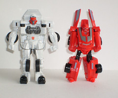 RESCUE RATCHET & CLIFFJUMPER (therevengeofbruticus) Tags: transformers cliffjumper legendsofcybertron rescueratchet